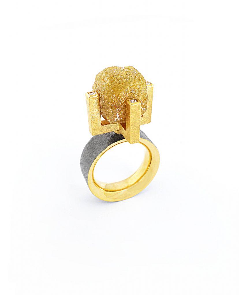 Doris Gabrielli,diamante grezzo, anello,oro giallo e nero, diamante, 2017