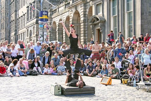 International Festival Edinburgh fringe street artists