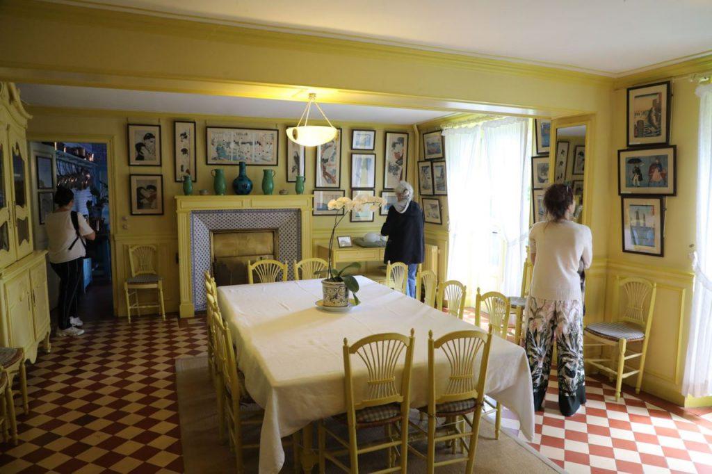 la maison bleue monet dining room