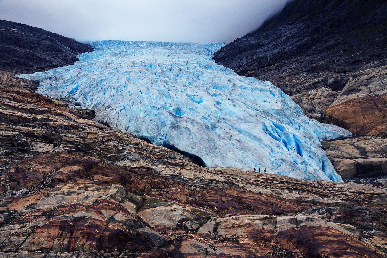 glacier-mountain-stones-svart